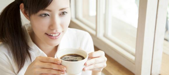 コーヒー女性